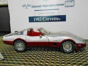 "Franklin Mint 1:24 1982 Corvette ""Dark Claret and Silver"" Limited Edition"