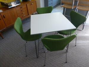 Set 4 Arne Jacobsen - Fritz Hansen Series 7 UPHOLSTERED chairs + Square Table