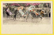 cpa JAPAN Scène et Type TRANSPORT JAPONAISES GEISHAS TAXI POUSS POUSS  Kimono