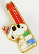VTG PEANUTS SNOOPY GOLD TONE SKI PIN BROOCH SNOW SKIING CANNON NEW HAMPSHIRE NH