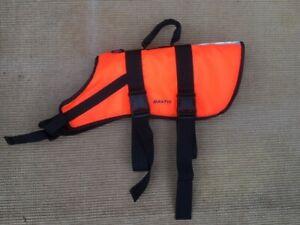 Dog Buoyancy Aid Adjustable straps Size Large (15-40kg) Reflective Vest, handle.