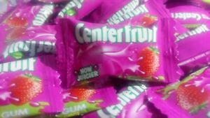 CENTER FRUIT STRAWBERRY flavor liquid filled Chewing gum Chicle globo candy gift