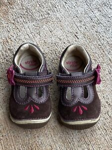 Stride Rite Teagan Brown Suede Girls Mary Jane Shoes w/ Magenta Flower 4.5W EXC