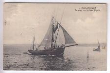 CPA  DOUARNENEZ 29 -  EN ROUTE VERS LES LIEUX DE PECHE BATEAUX VOILE 1914 ~C10