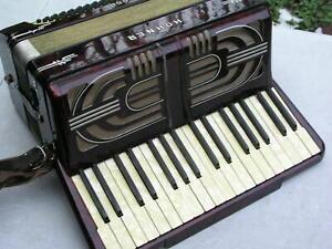 altes Akkordeon mit 80 Bässen Hohner Tango 2