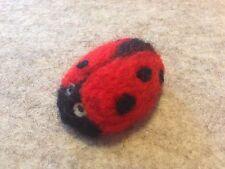 Broche de fieltro hecho a mano Ladybird única de la aguja. Regalo encantador. - OOAK