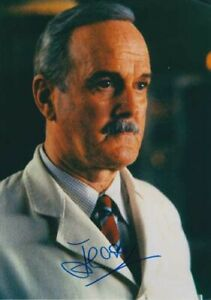 """JOHN CLEESE 007 JAMES BOND AUTHENTIC AUTOGRAPH AS """"R"""" IN THE WORLD IS NOT ENOUGH"""