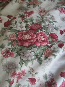 Set of Four Floral Print Lined Curtains - Roses