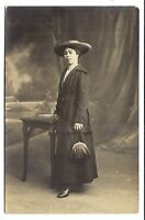 photo carte postale   jolie jeune femme (1016e)