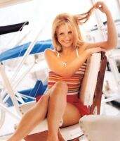 GLOSSY PHOTO PICTURE 8x10 Sarah Michelle Gellar Sitting