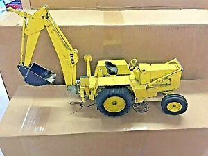 ERTL GIANT 7500 FORD BACKHOE USED CONDITION 1:12 SCALE FROM THE 70s PARTS