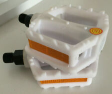 1 Pair Bicycle Pedals, White with reflectors