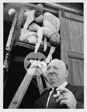 ALFRED HITCHCOCK Cigare MANNEQUIN Suspense Tournage Photo 1950s