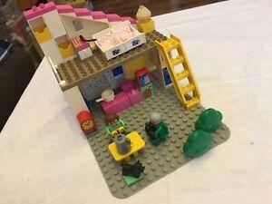 Lego Duplo Haus + Bauplatte, Puppenhaus ähnlich wie 2792 ???