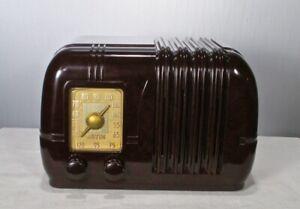 Antique Arvin vintage bakelite  tube radio restored and working