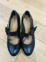 Ladies CLARKS Wide Fit UK 5.5 Black Leather Court Heels Mary Jane Shoes Buckle