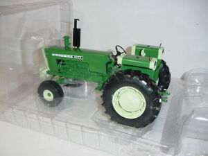 1/16 High Detail Oliver-White 2270 Wide Front Tractor by SpecCast NIB!