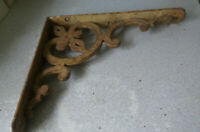 ANTIQUE  / VINTAGE ARCHITECTURAL ORNATE WROUGHT IRON WALL BRACKET