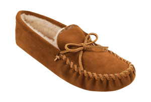 Men's Minnetonka Traditional Pile Lined Softsole Medium Brown