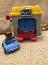 Fisher-Price Little People Car Wash Garage with Car and Boy.