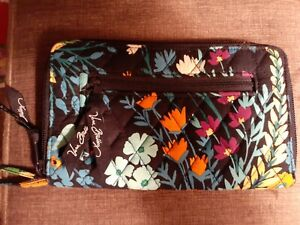 VERA BRADLEY Midnight Blues Floral Zip Around Wallet Zipper Pocket EUC