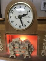 Nice Vintage United Lighted Fireplace Mantel Clock #419 electric works wooden