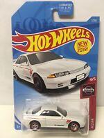 Hot Wheels Custom W/Real Riders White Nissan Skyline GT-R R32