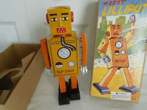 Wind up LILLIPUT ROBOT MS393 w/box and Key Works really well WALKS ARMS SWING