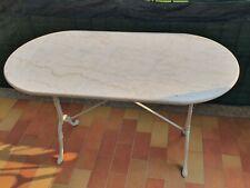 Tavolo ovale da esterno in ferro battuto e marmo chiaro