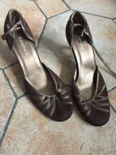Essence Size 9 Brown Small Heel Shoes