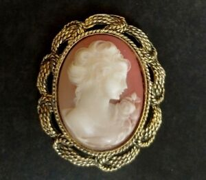Vintage Costume Jewellery Gold Tone Neoclassical Cameo Brooch