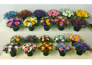 Memorial Grave - Cemetery Pots With Artificial Flowers - Roses With Gyp