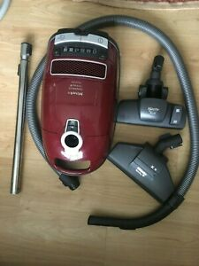 Miele Complete C3 Cat and Dog Powerline Burgundy Pre-Owned please read