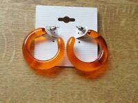 Süße Ohrringe. Minicreolen in orange. 3,5 cm groß. Kunststoff.