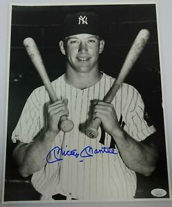 Mickey Mantle Autographed New York Yankees 11x14 Photo JSA BB42548