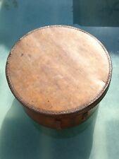 Boite à chapeau en bois cerclé métal à rénover