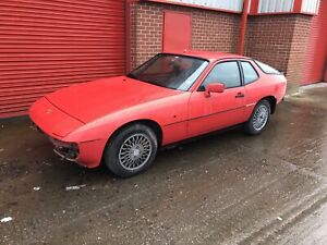 PORSCHE 924 BONNET BREAKING CAR - COLLECTION ONLY ON THIS ITEM