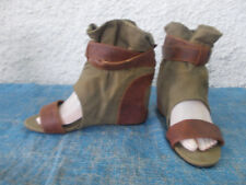 NOVO OLIVE GREEN FABRIC & BROWN FAUX LEATHER OPEN TOED WEDGE BOOTS-SZ 8 VGC