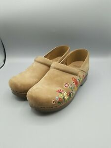 Dansko Embroidered Floral Nubuck Leather Clog Shoes Size 40 Tan