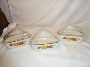 Vintage Pyrex  3 Triangular Casserole/Oven Dishes With Lids