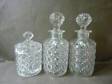 2 flacons de parfum et 1 pot Baccarat, en cristal, modèle diamants, pierreries