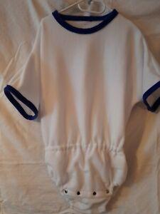 Es ist ein Schöner weißer Kuschliger Fleece Windel Body M -XL Raschelt und ohne
