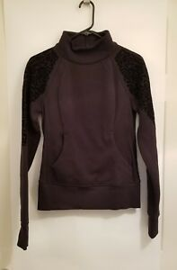 Lululemon Floral Flock Pullover NWT Black Sizes 2 4 6 Thumbholes Fleece