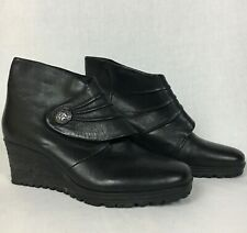 Earth Dune Leather Wedge Ankle Boots Black Sz 9 M Medallion Accent Classy!