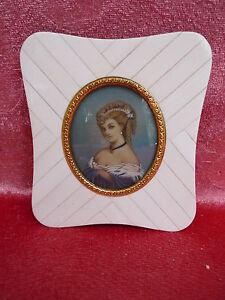 Belle, vieux Miniature __ Portrait Une Dame __ Peinture sur Loupes __