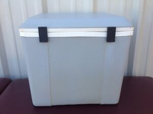 Koolatron Electronic Cooler/Warmer Cooler P24 Holds approx 40 12oz Cans! Scotty