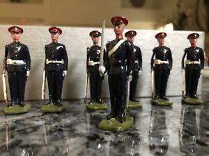 vintage British 7 regimental toy soldiers painted lead (rifles moveable arms)