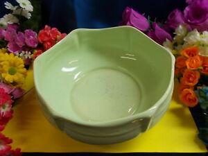 LOVELY SHAPED GREEN BOWL - BESWICK WARE MADE IN ENGLAND 256 / 2 - 1930's # M 153