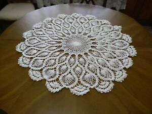 """Vintage Pineapple Hand Crocheted Small Round Tablecloth 29"""" White Never Used"""