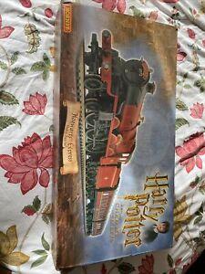 Hornby Harry Potter Hogwarts Express Electric Train Set